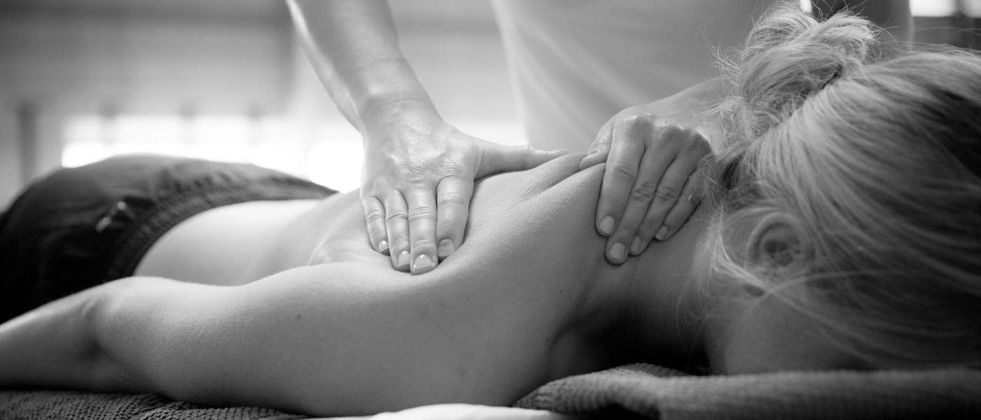 Massage-Nacken_Ruecken_1400px